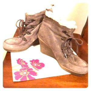Shoes - Cute wedge suede/fur boots